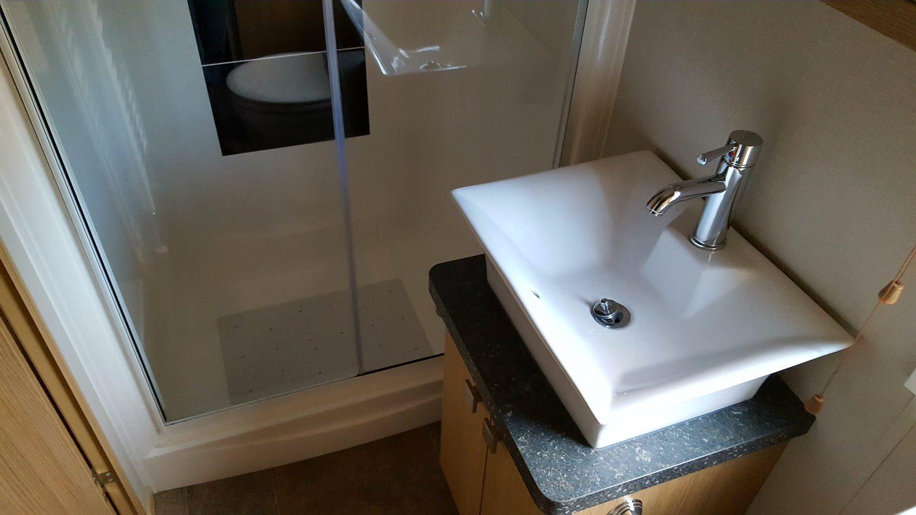 bathroom-e1478777288284